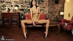 This hot brunette babe gives a perfect 10 solo performance with her dildo