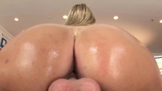 Wild blonde with a big round booty Jessica Marie getting nailed in POV