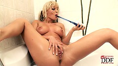 After a soothing and relaxing shower, the hot blonde pleases her cunt with a dildo