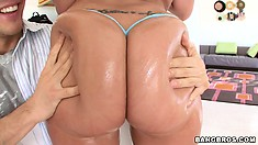 Kelly Divine shows off her big ass, nice tits and gets oiled up