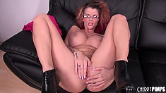 Tattooed slut Joslyn James gets jiggy with her junk and jams in a dildo